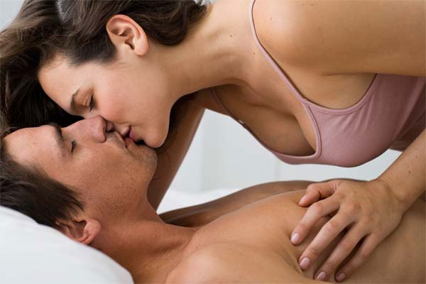 marido e mulher na cama