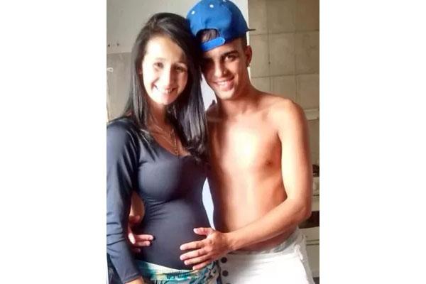 menino com a namorada grávida